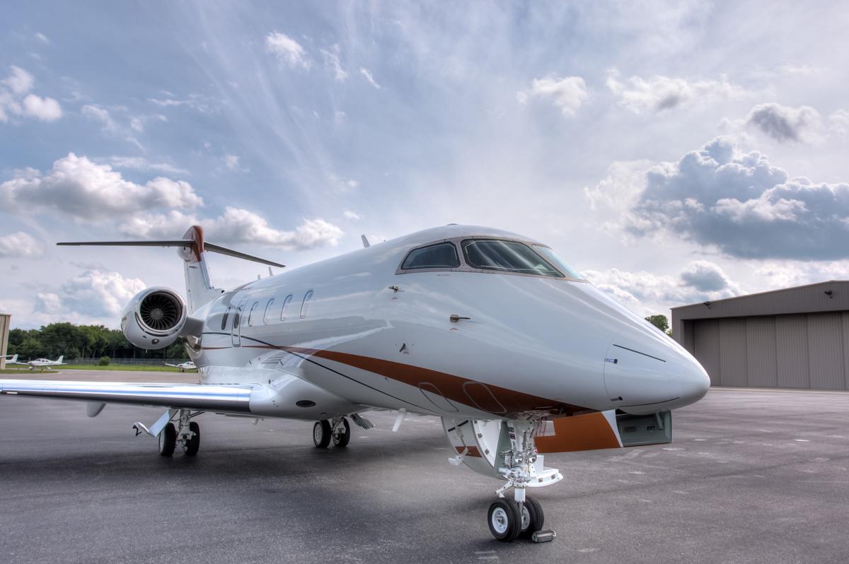 2011-Bombardier-Challenger-300-sn-20331-N625EL-01